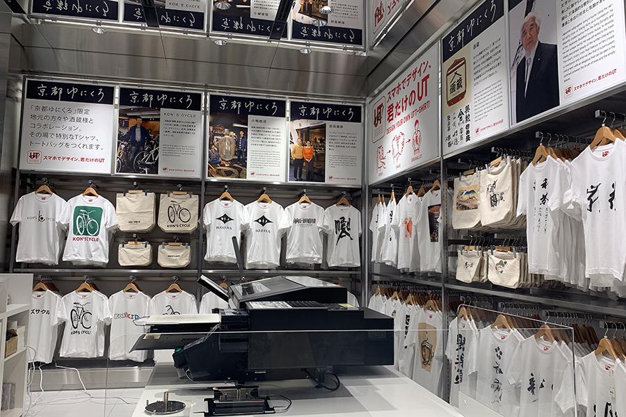 関西初導入となるTシャツやトートバッグにデザインをその場で印刷できるプリンター。行列のない合は10分ほどで印刷できる