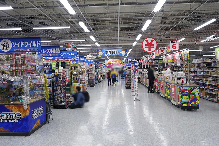 リニューアルしたヨドバシカメラ マルティメディア梅田の5階。子どもから大人まで楽しめる玩具、ホビー、ゲーム、コミックのコーナーに