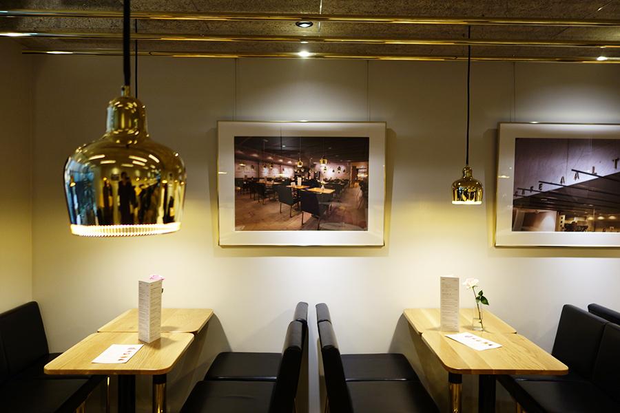 ヘルシンキの「カフェ アアルト」の写真をディスプレイした店内。現地では、毎月展示内容を変更しているそう