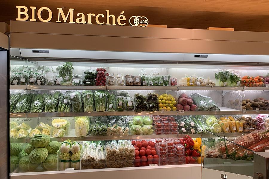 有機栽培の野菜や、オーガニック加工商品などを販売するビオマルシェのコーナー
