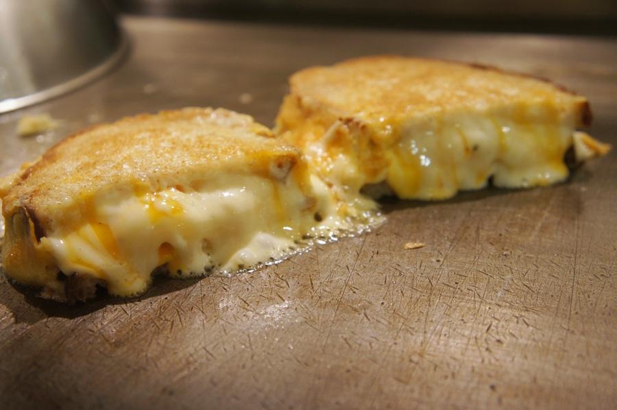 大阪・堀江で行列の人気店「Hi!SandWich」も登場。チーズたっぷりの「マミーチーズ」(780円)
