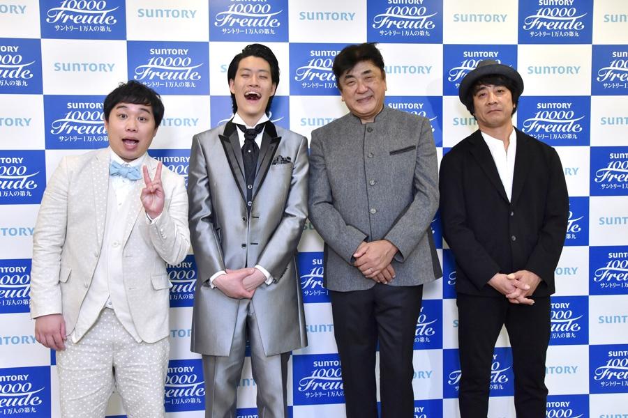 終演後、囲み取材に出席した(左から)霜降り明星せいや、粗品、佐渡裕、山崎まさよし(1日・大阪城ホール)写真提供:MBS