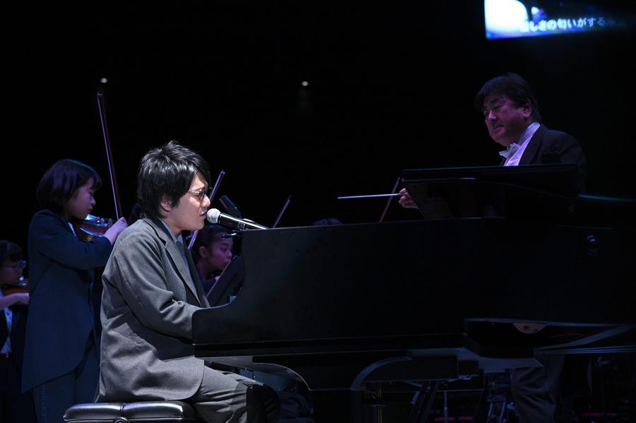 大阪出身のシンガーソングライター・松室政哉は世界に届ける平和ソングを熱唱(1日・大阪城ホール)写真提供:MBS