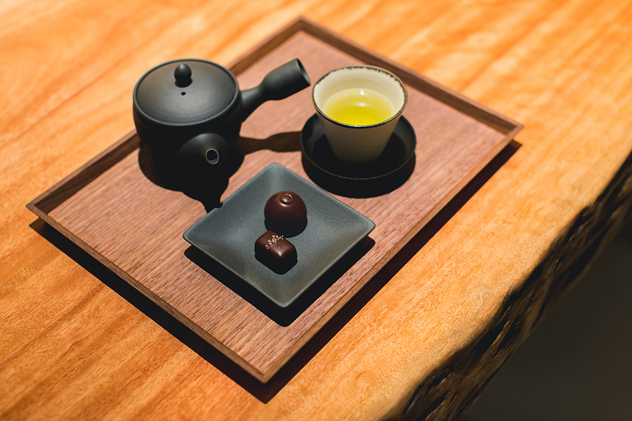 グレイ ソルト キャラメル、オレンジトリュフのチョコレートと、有機緑茶の抹茶ブレンド1200円