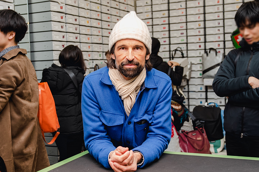 創設者マーカス・フライターグ。「歴史と新しいものが共存する京都と、1点もののバッグとして生まれ変わったタープのバッグはマッチすると思う」と語る。photo ITSUMI OKAYASU