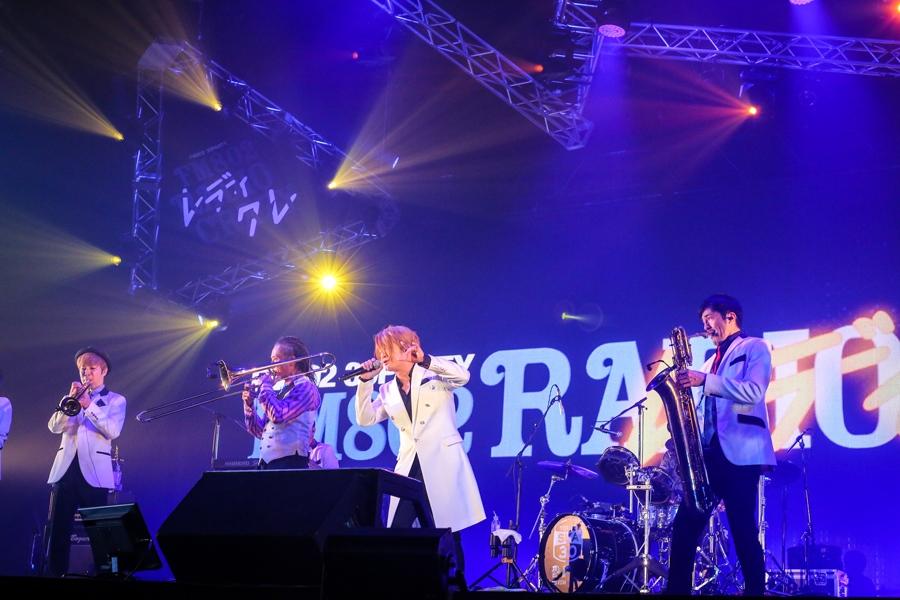 『FM802 RADIO CRAZY』の東京スカパラダイスオーケストラのステージに登場したTERU(26日/大阪市内)提供:FM802 撮影:田浦ボン