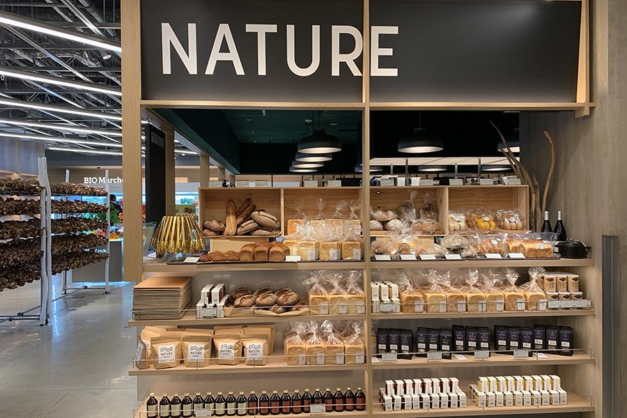 マーケットエリアには人気ベーカリーによるパンも