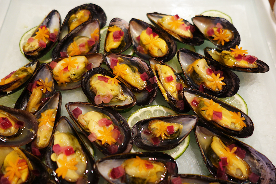 ライムで香り付けした、ムール貝のセビーチェ