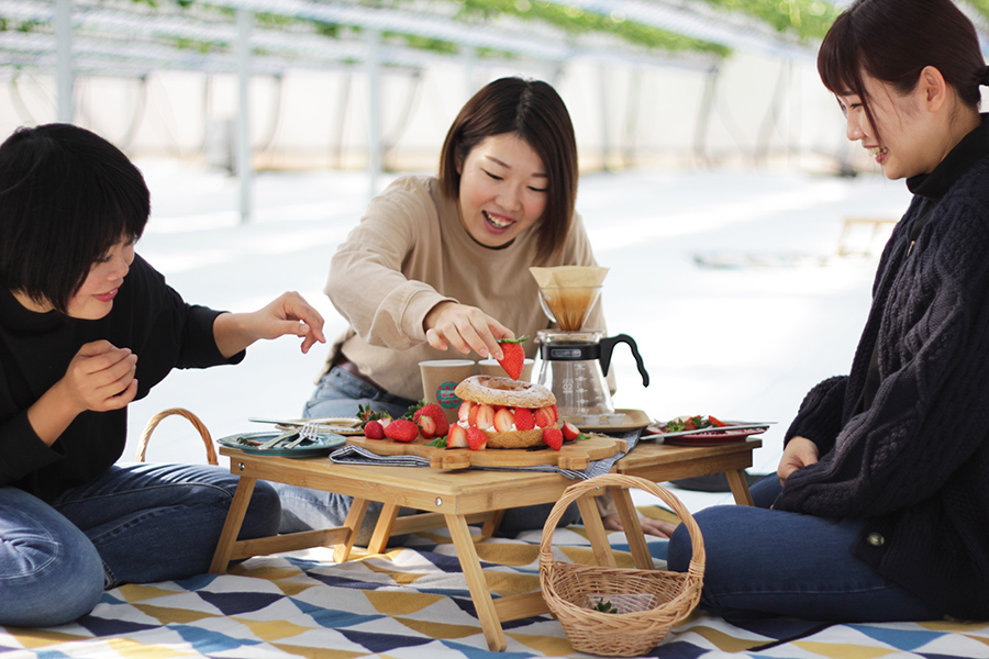 コーヒーの豆の引き具合も自分たち好みに、一緒にデコレーションできるのが楽しいパリブレスト