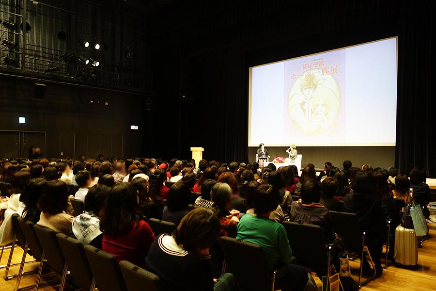 笑いが絶えない1時間のトークを披露。感動のあまり、涙する人も少なくなかった。Ⓒ萩尾望都/小学館
