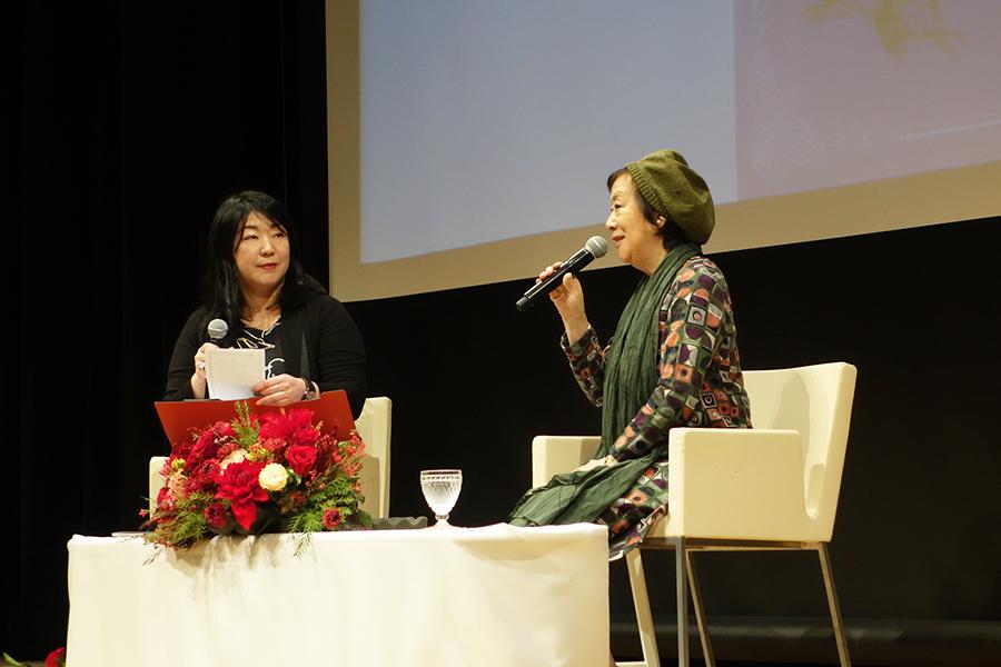 「汚いものも描きますが、美しいものが好きです」と話す萩尾望都(右)。Ⓒ萩尾望都/小学館