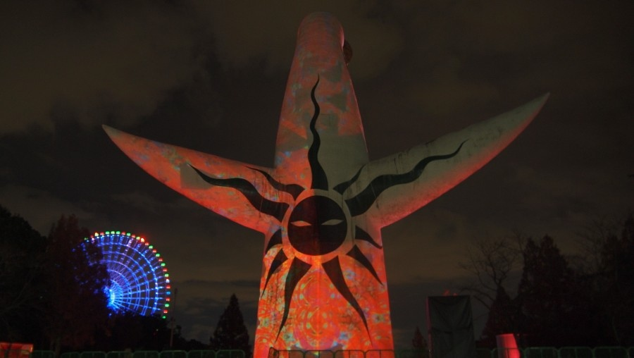 『イルミナイト万博「永遠の万華鏡」』が開催中の太陽の塔