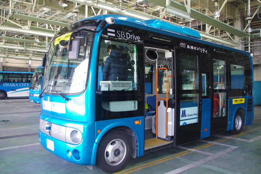 日野自動車の「日野ポンチョ」を改造した自動運転バス