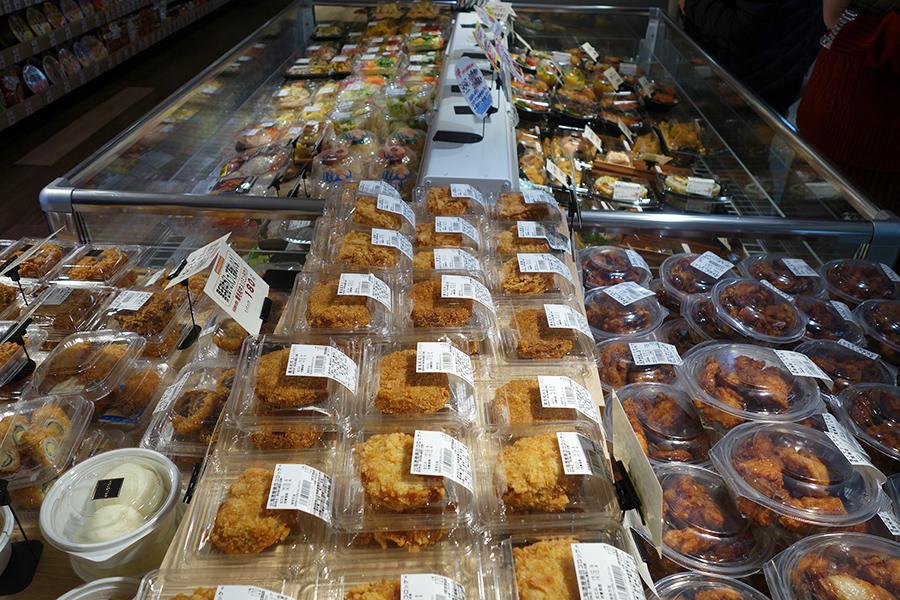 「ミスギヤプラス」では、唐揚げなどの惣菜も人気