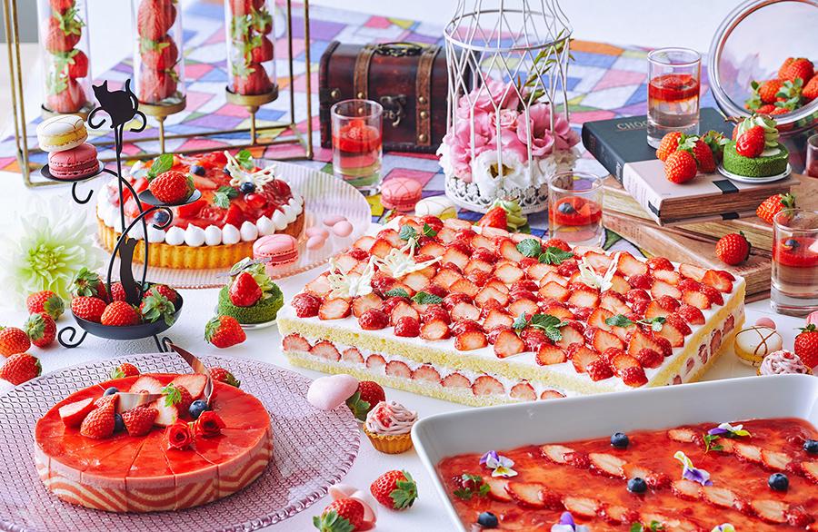 いちごの餡ティラミス、いちごお抹茶ロール、みたらしいちご大福など和テイストを取り入れたものも豊富