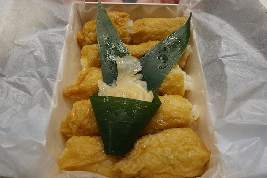 「一口いなり むろや」の定番商品「一口いなり」。ほかにも、高知の郷土料理の「田舎寿司」や「柚子香る肉寿司」もあり