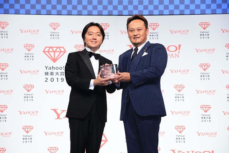 『Yahoo!検索大賞 2019 食品部門賞』授賞式、右が代表取締役の阪上雄司さん