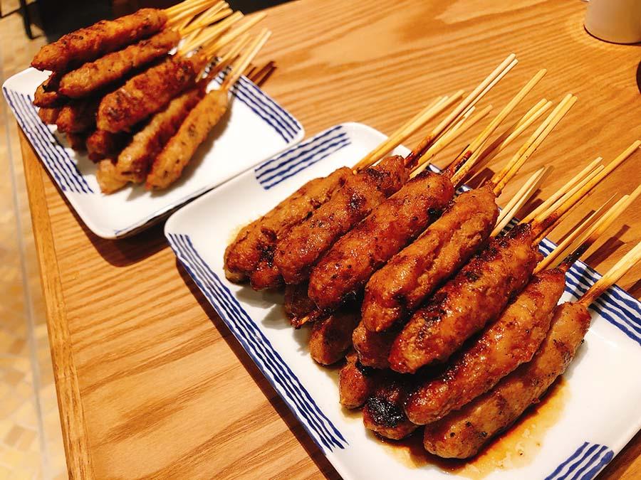名物・川北ミンチは塩焼きとタレ焼きの2種あり、各5本390円
