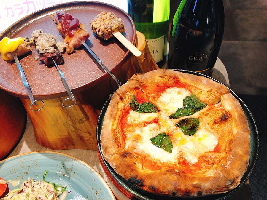 トリュフやフォアグラを使った串焼きはワインにぴったり(ミア スタンド)