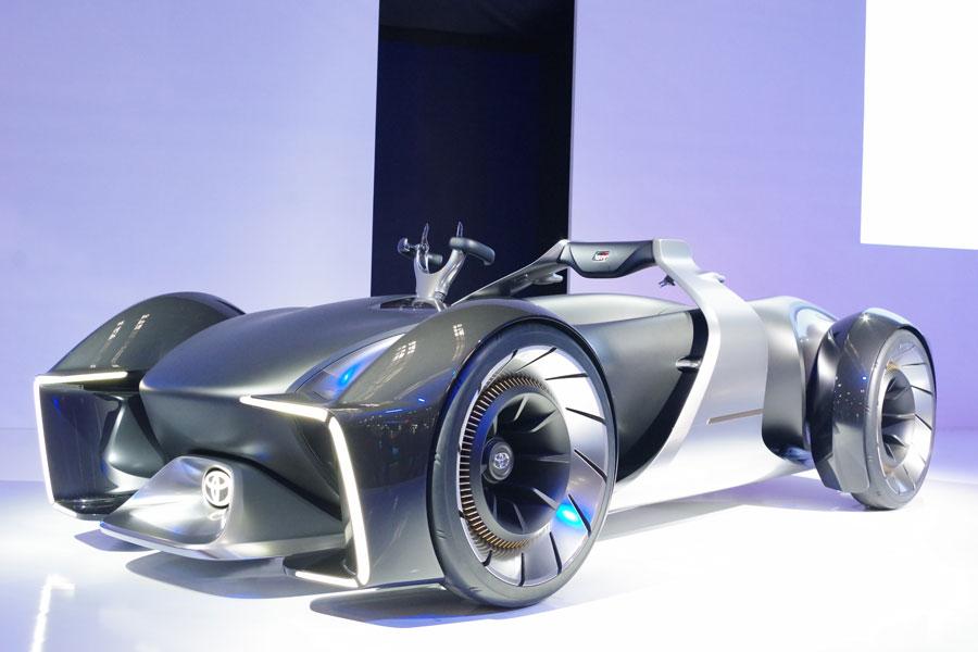 トヨタの未来のレーシングカー「e-RACER」。『大阪モーターショー』より(12月6日・インテックス大阪)
