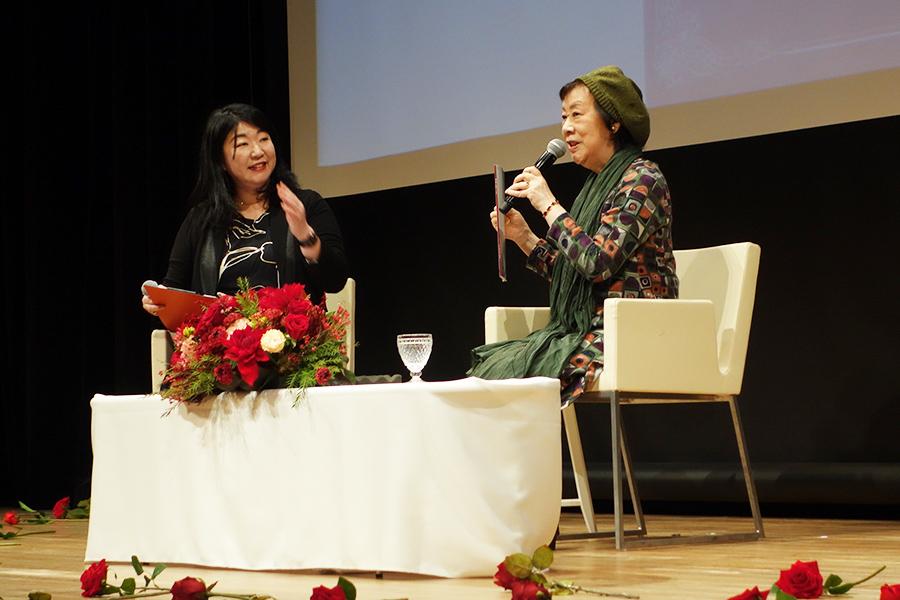 12月4日におこなわれた萩尾望都のトークイベントでは、宝塚歌劇での公演プログラムも持参