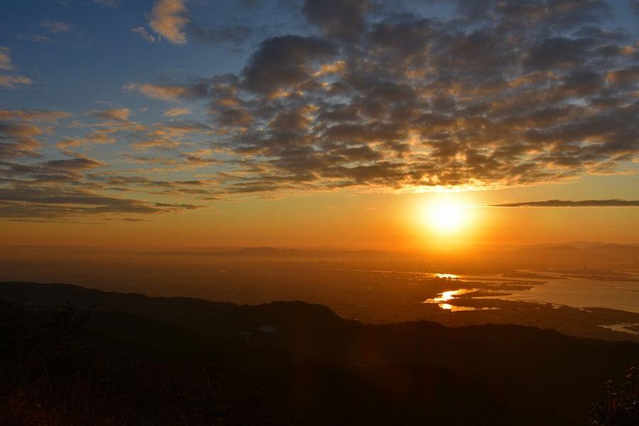 六甲山の山頂から望む初日の出