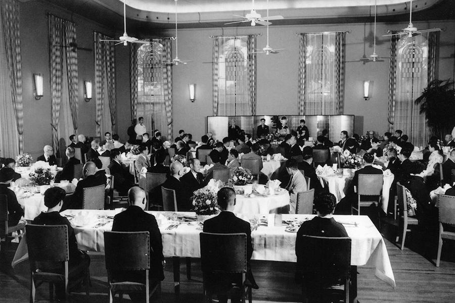 昔の披露宴の様子。ほかにダンスパーティなども繰り広げられた