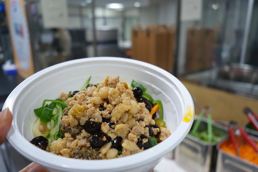 「楊家小館(ヤンジャ ショオガン)」のタピオカ担々麺。ほのかに甘いタピオカと辛いソースで、甘辛が楽しめる