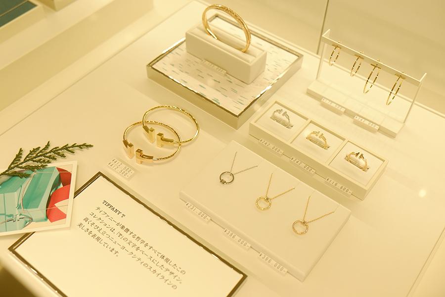 ティファニーTのネックレスやリングなど。(11月に販売を開始した、クリスマス限定シリーズは売り切れ)