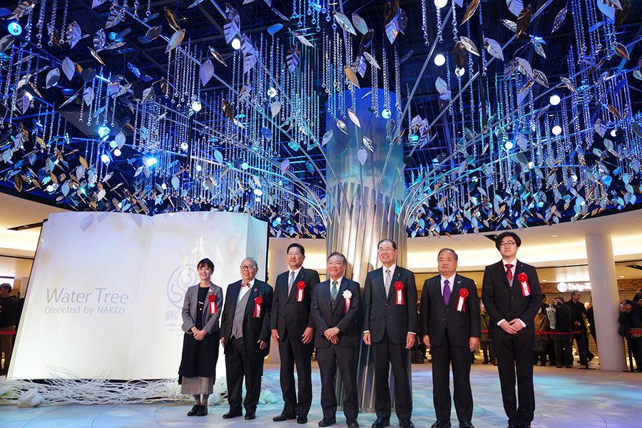 リニューアルオープンのセレモニーにて。中央が「大阪地下街」の町野和道代表取締役
