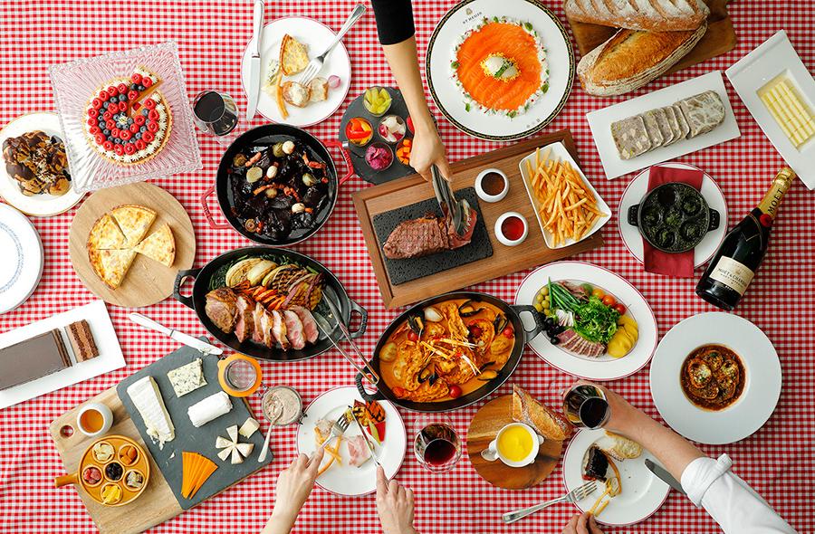 オニオンスープ、牛肉の赤ワイン煮込み、ラタトウィユ ニース風などがすべて食べ放題
