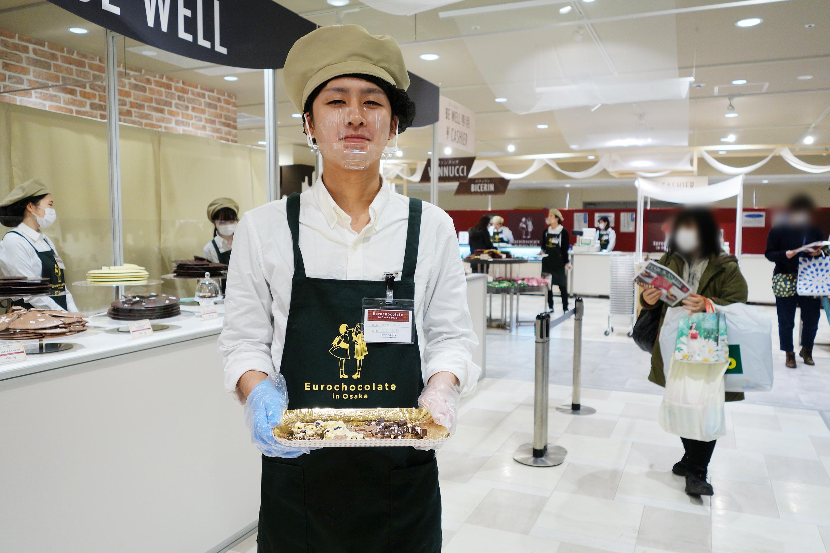 チョコレートを量り売りするのは「ビー ウェル」と「ドルチェ ヴィータ」。味見も一部可能