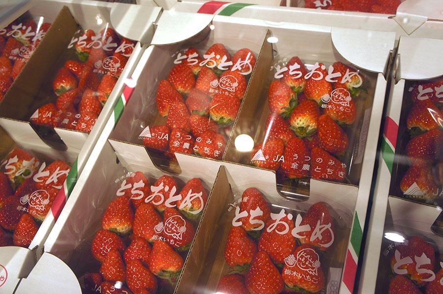 いちご王国・栃木県の代表品種。甘味が強く、程よい酸味もある栃木県「とちおとめ」(3階)