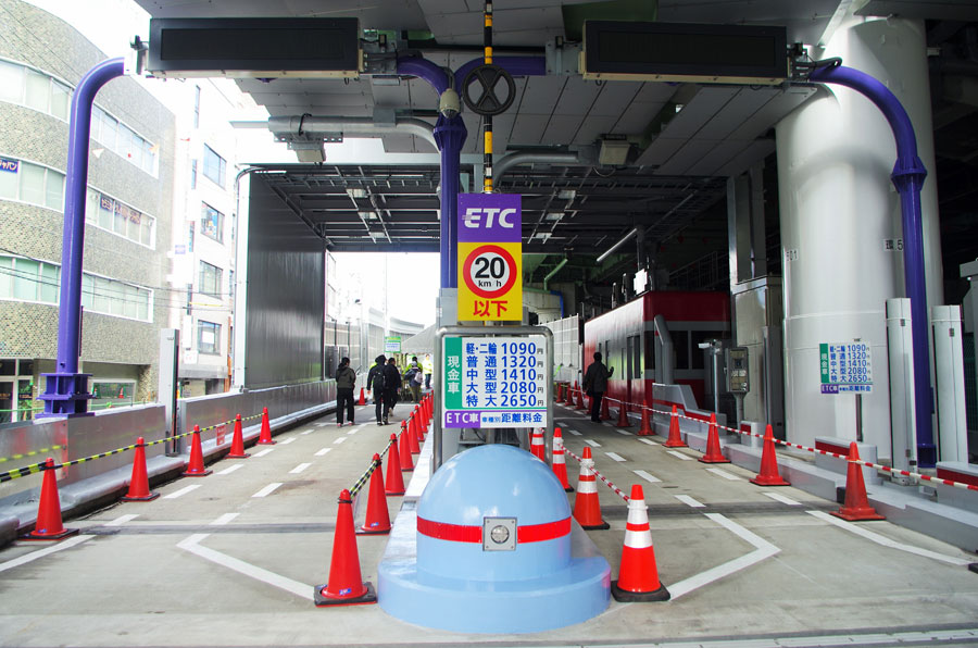 西船場JCT信濃橋渡り線が完成。1月29日午前4時に開通する信濃橋入口の料金所(1月26日・大阪市)