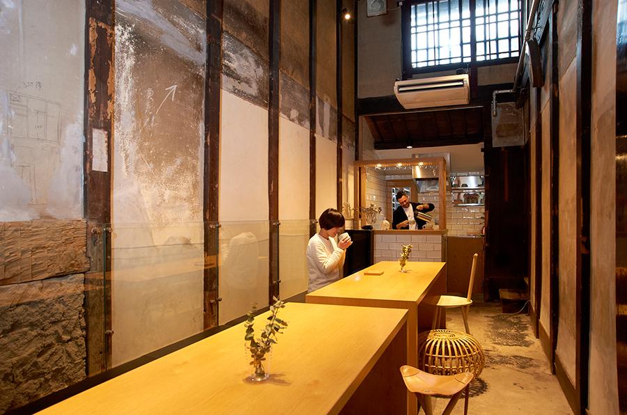 お会計を待つ間にドリンクがサービスされるカフェスペースの雰囲気も素敵。ゆったりと過ごして