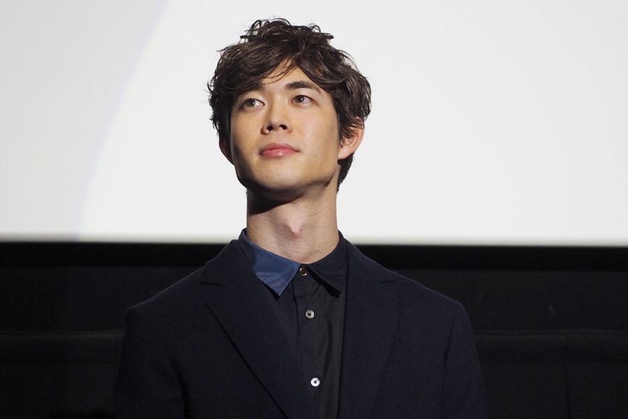 映画『his』の舞台挨拶に登場した宮沢氷魚(17日、大阪市内)