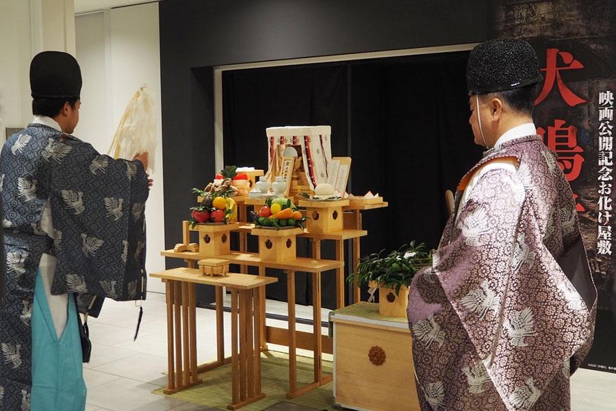 開催に先駆け、「イーマ」地下2階の特設会場ではお祓いがおこなわれた(16日・大阪市内)