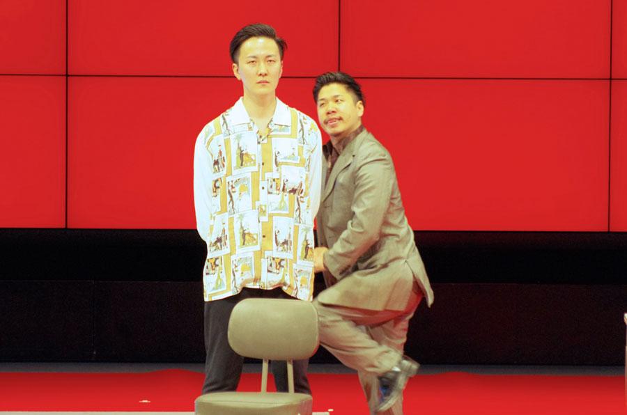 無視して立ち続ける舎弟役・鎌田に対し、ヤクザの組長役・宗安が必死で気を引こうとする様がウケたチェリー大作戦のネタ(1月13日・なんばグランド花月)