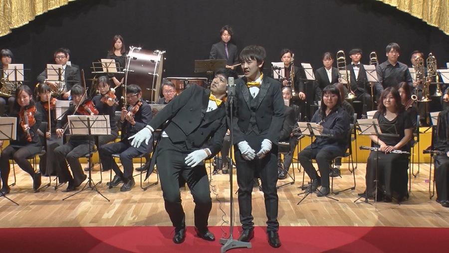 「漫才×オーケストラ」に挑戦するからし蓮根 ©ytv