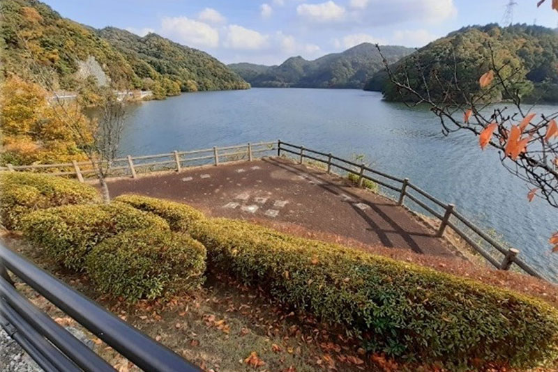 モニュメントが設置される「つくはら湖」の現在の様子 提供:神戸市