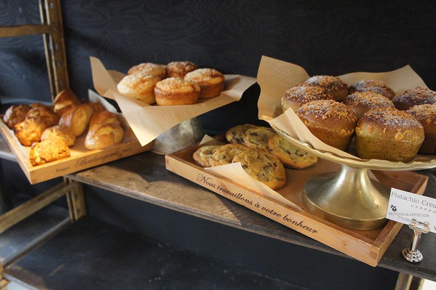 常時40種類のパンが並び、イートイン・テイクアウトともに利用できる「MONDIAL KAFFEE328 TUGBOAT」(大阪市大正区)