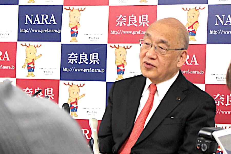 「奈良県コンベンションセンター」開業について話す荒井知事(1月21日・奈良県庁)