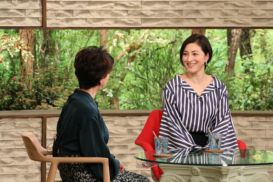 阿川佐和子とトークする広末涼子(写真提供:MBS)