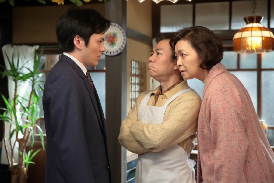 百合子との結婚について、信作(林遣都)に助言をする陽子(財前直見)と忠信(マギー) (C)NHK