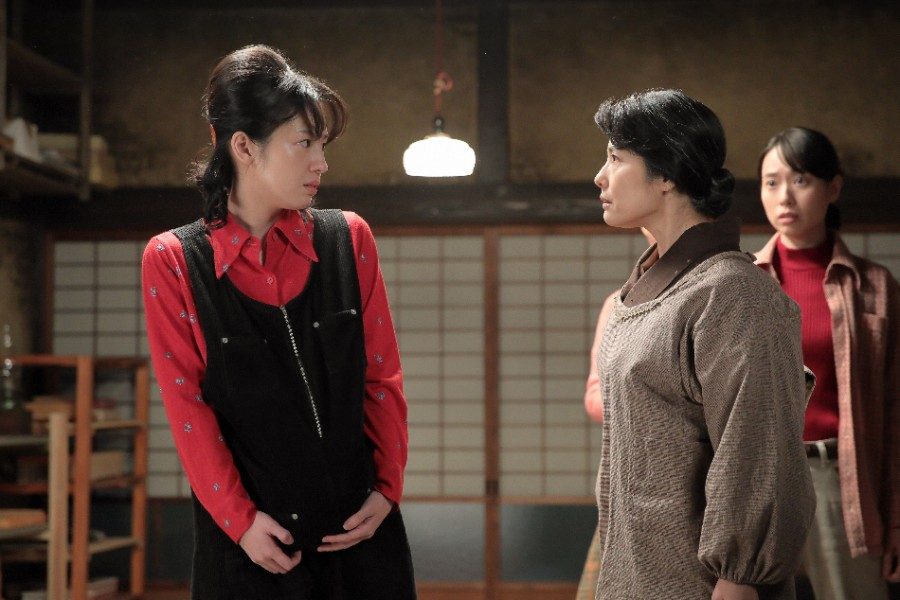 直子(桜庭ななみ)と一緒に帰郷した鮫島(正門良規)から話を聞いていたところ、マツ(富田靖子)が突然・・・