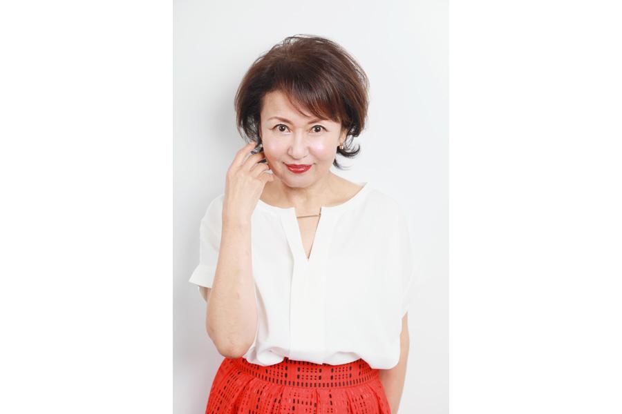 元祖グラビア女優といわれ人気を集めた烏丸せつこが連続テレビ小説『スカーレット』に出演 画像提供:NHK大阪