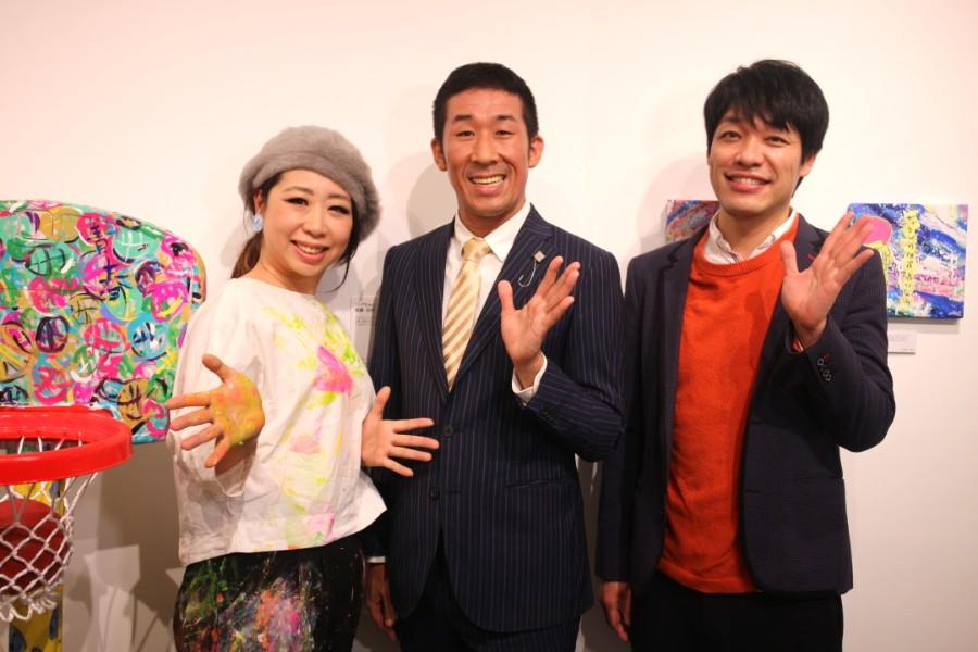 コラボしたアーティストsilsilと、麒麟の田村裕(中央)と川島明(1月10日・大阪市内)