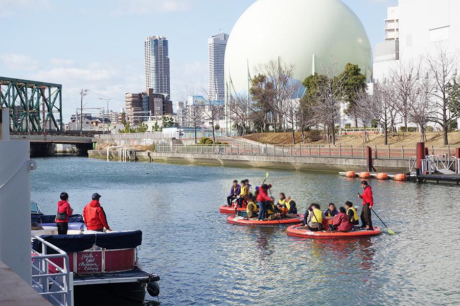 日本シティサップ協会による、『こたつで水上さんぽ』。春以降には定期的にSUPイベントを予定