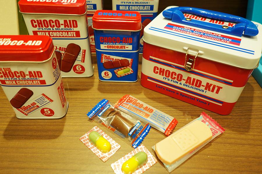 阪急うめだ本店では連日完売するほど人気だったチョコエイド。缶も中身もバンソウコウのようなビジュアルに