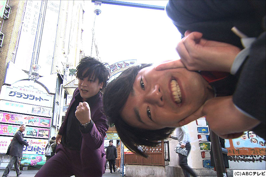 「街ブラ−1グランプリ」に挑戦するため、大阪・京橋にやってきたぺこぱ